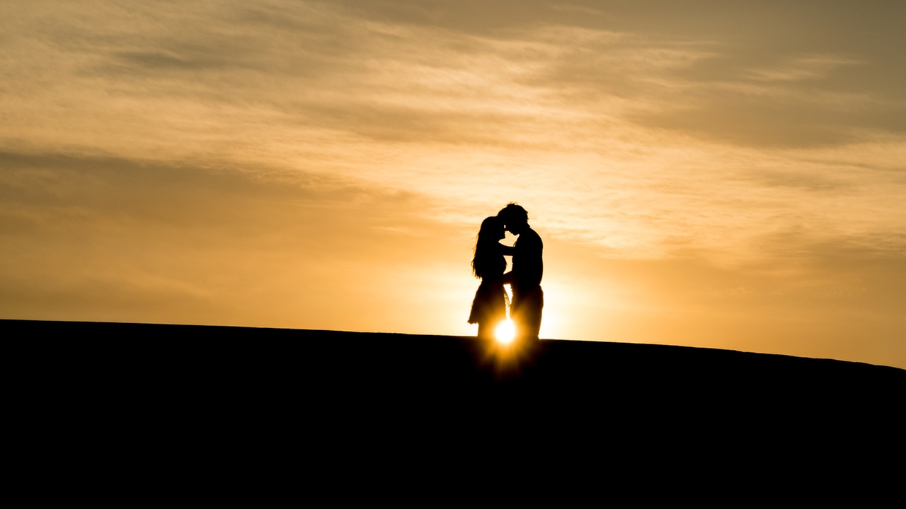 silhouette-of-couple
